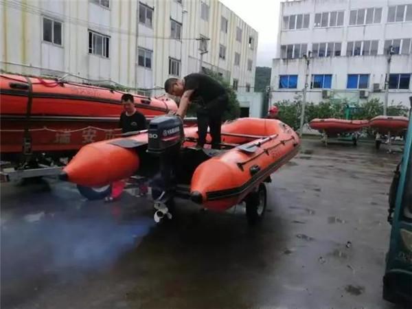 瑞安200多名志愿者奋战防汛抗台一线